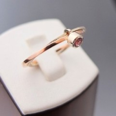 Podpowiadamy jak wybrać pierścionek zaręczynowy
