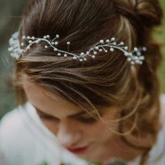 Wianek ślubny czy spinki do włosów?