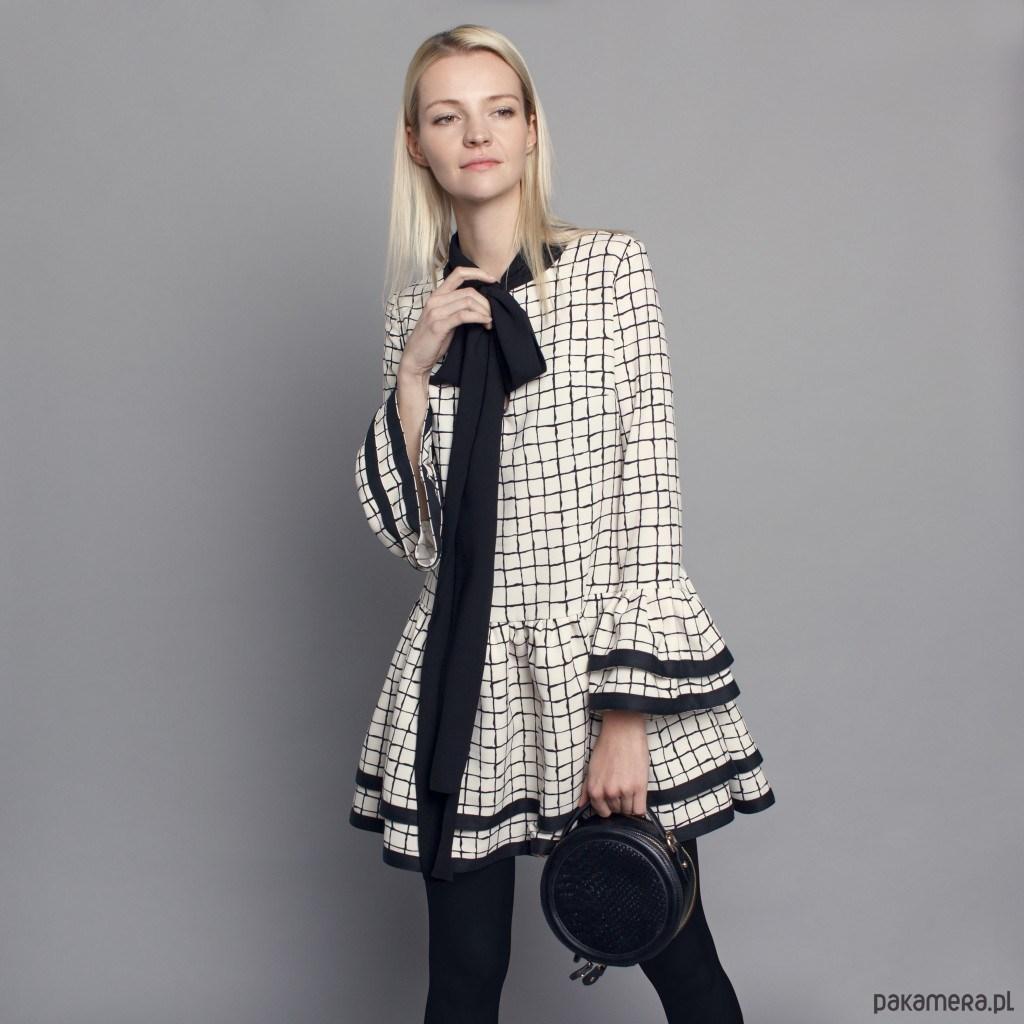 06c6dec600 Jeżeli lubisz takie motywy szukaj sukienek z bufiastymi lub ozdobionymi  falbanką rękawami. Takie sukienki to nowoczesna ...