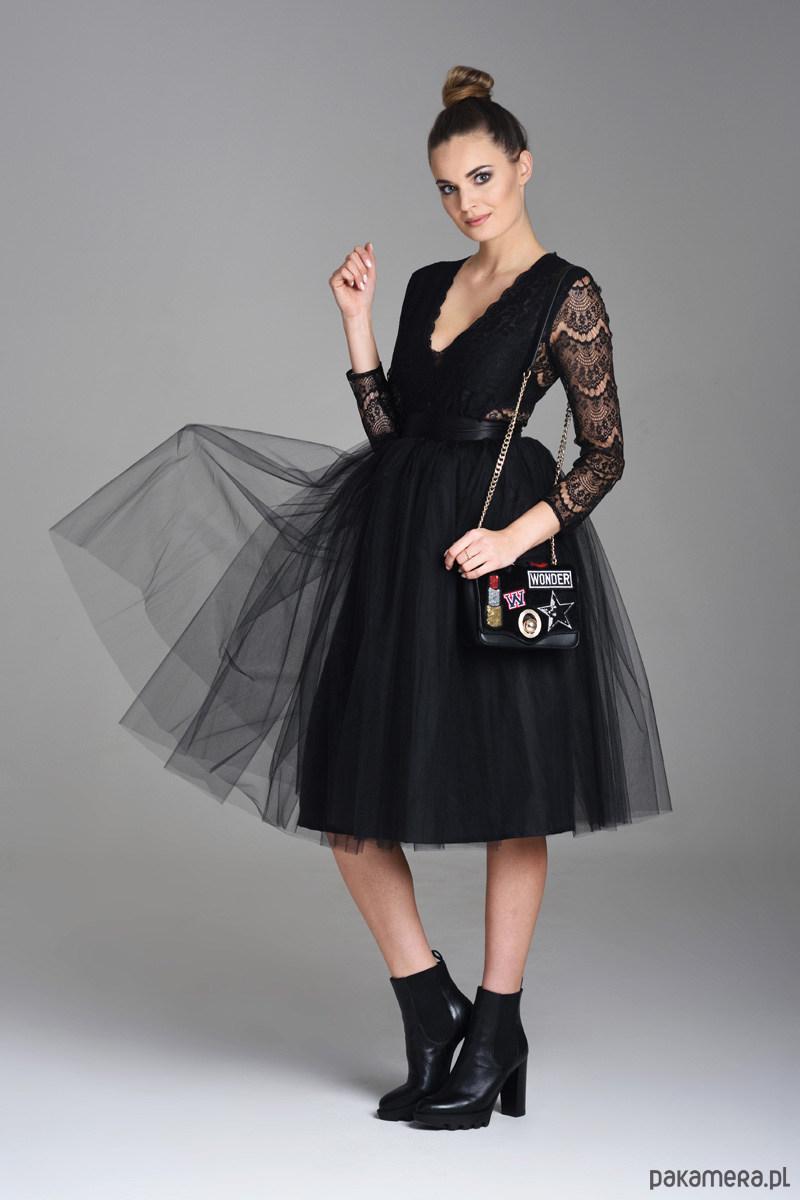 czarna tlulowea spódnica