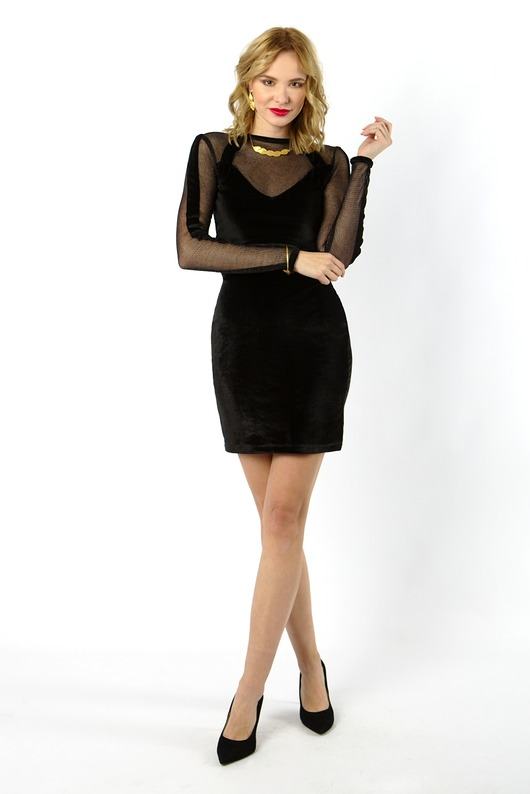 czarna aksamitna sukienka na party