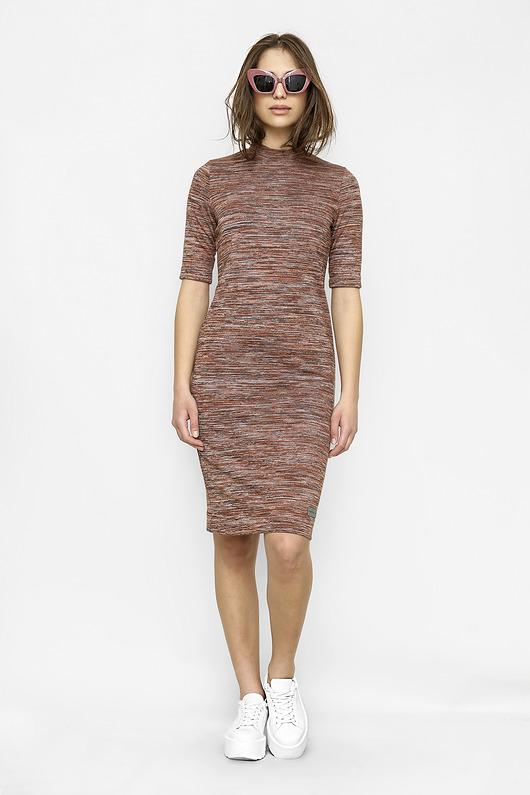 Dopasowana sukienka Wiktoria w odcieniach brązu