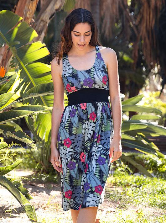 Sukienka sportowa z tropikalnym drukiem